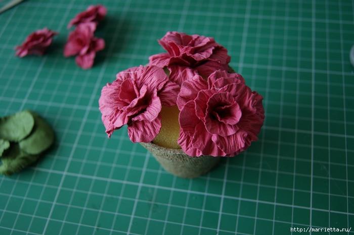 Бумагопластика. Цветочки в торфяных горшочках (44) (700x466, 211Kb)