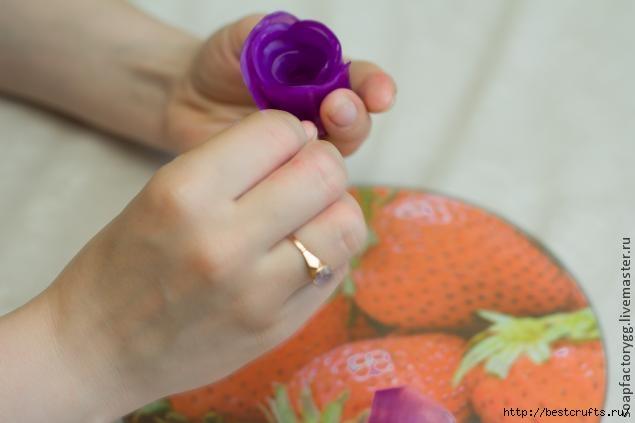 Делаем мыло с объемной розой (13) (635x423, 80Kb)