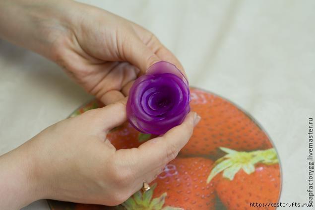 Делаем мыло с объемной розой (15) (635x423, 85Kb)