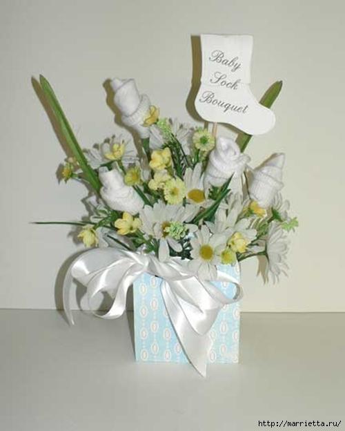 Подарок для новорожденного. Розочки из носочков (3) (500x624, 117Kb)
