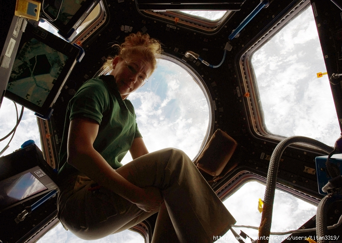 Космонавт девушка 5 (700x499, 290Kb)