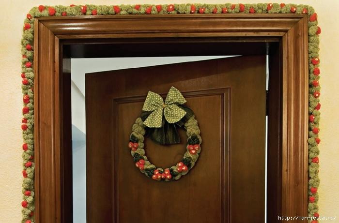 Как украсить входную дверь к празднику помпонами (1) (700x461, 223Kb)
