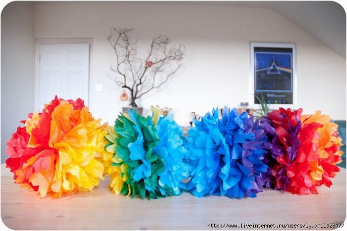 1-1-rainbow-ombre-pom-pom-diy1-576x001 (700x467, 146Kb)