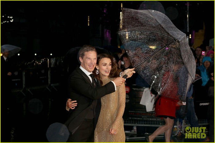 keira-knightley-benedict-cumberbatch-cant-contain-their-laughter-imitation-game-01 (700x468, 75Kb)