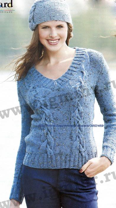 Голубой пуловер с V-образным