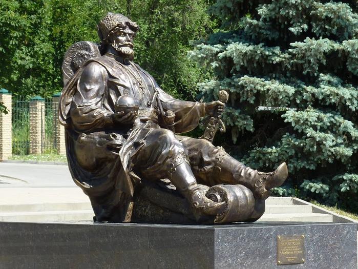 Памятник с ангелом Батайск надгробие рудольфа нуриева