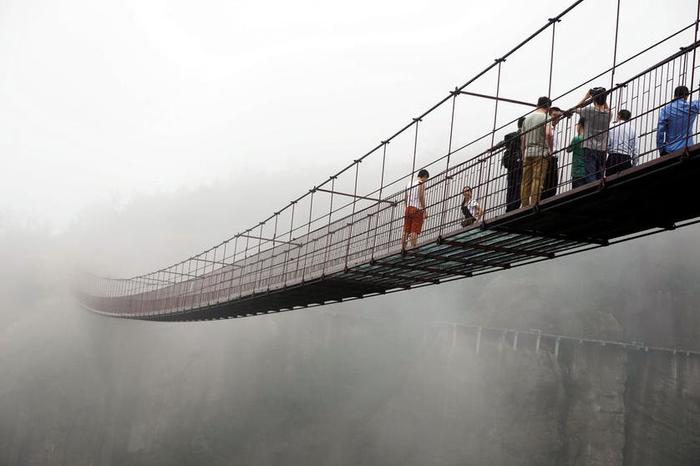 стеклянный мост китай 1 (700x466, 167Kb)