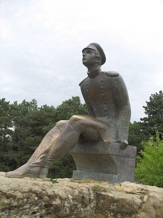 640px-Lermontov_Monument_in_Kislovodsk (525x700, 68Kb)