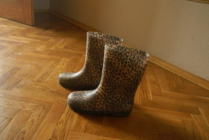 С чем носить леопардовые резиновые сапоги? - Ответы