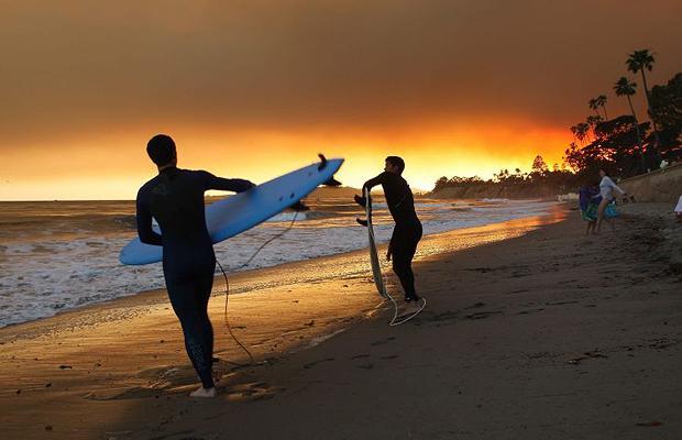 Лесные пожары Санта-Барбары не помеха для серфинга