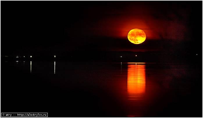 Восход Луны над Селигером