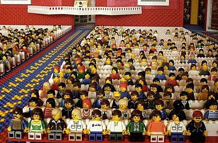 Напоминает South Park когда они все собираются