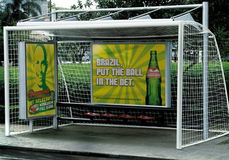 остановка в виде футбольных ворот