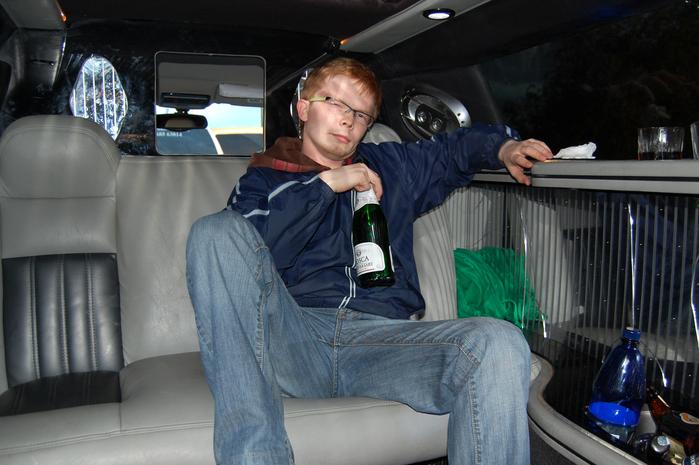 В лимузине (фото: Олег Врублевский / photoshop: Гинтарас Зукас)