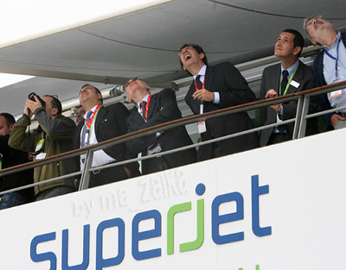 Sukhoi Superjet 100 французский авиасалон