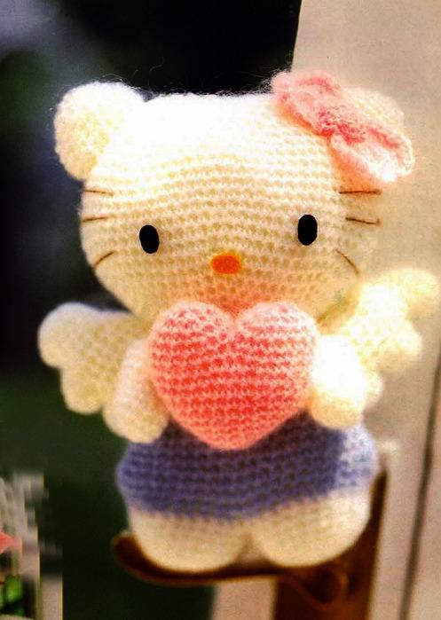 Вязаная Hello Kitty.