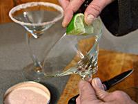 Украшение коктейля или как обсыпать кромку бокала