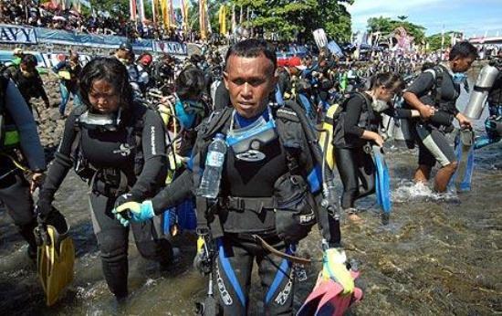 Аквалангисты на Сулавеси установили новый рекорд книги Гиннеса.