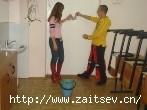Школьное дежурство Уборка класса Фото с сайта zaitsev.cn Дмитрий Зайцев