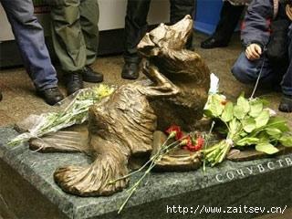 Сочувствие Памятник убитой собаке Мальчик станция метро Менделеевская zaitsev.cn Дмитрий Зайцев