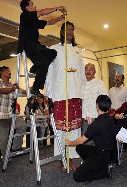 Suparwono: индонезиец не стремится быть признанным самым высоким человеком в мире.