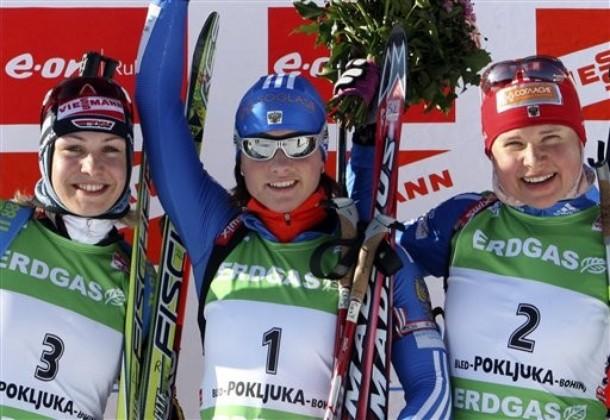 Светлана Слепцова из России выиграла гонку преледование на 10 км на E.on Ruhrgas IBU Кубке мира по биатлону 20 декабря 2009 года в Поклюка, Словения. Серебро завоевала Магдалена Нойнер из Германии, бронзу вырвала Анна Богалий-Титовец из России.