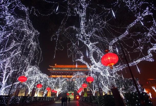 Подготовка к праздникам Рождества в Китае.
