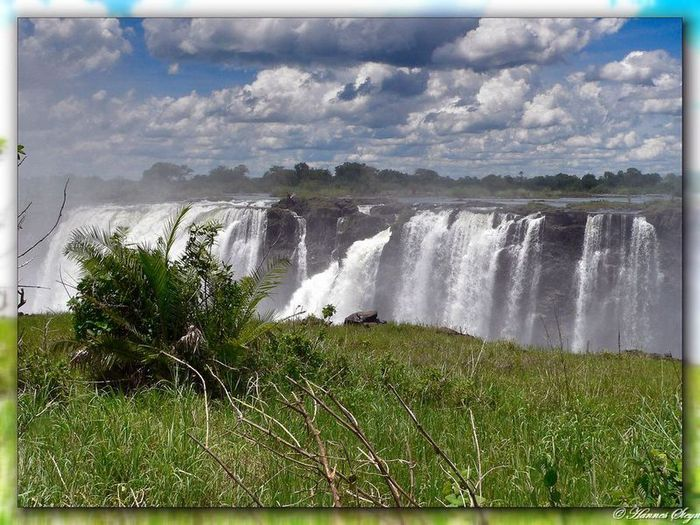 http://img1.liveinternet.ru/images/attach/c/0//52/949/52949247_07_waterfall.jpg