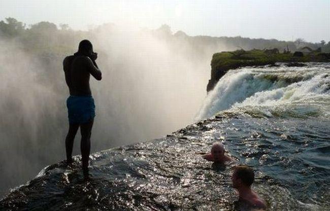 http://img1.liveinternet.ru/images/attach/c/0//52/949/52949386_01_waterfall.jpg