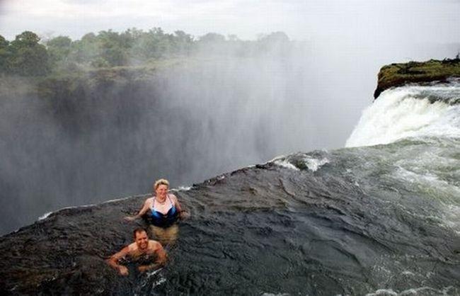 http://img1.liveinternet.ru/images/attach/c/0//52/949/52949415_02_waterfall.jpg