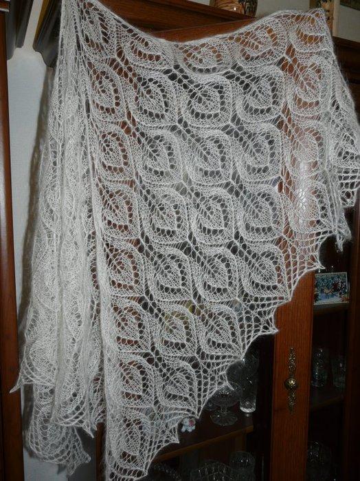 Изысканная шаль спицами