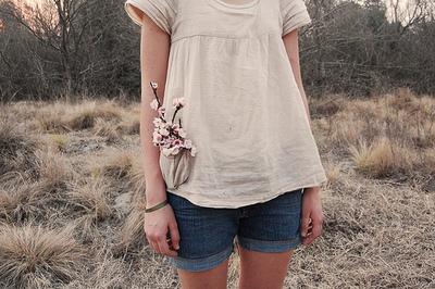 Фото девушке в коротком платье без лица