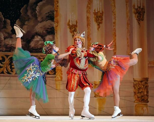 """Танцоры из Санкт-Петербургского Государственного балета на льду исполняют балет """"Золушка"""" на музыку Сергея Прокофьева, в Валлетте, 9 января 2010."""