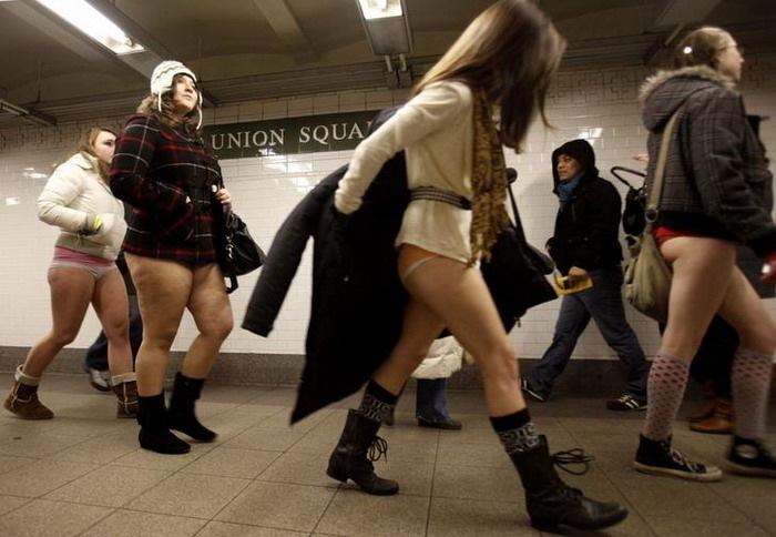 День в метро без штанов (9 фото агентства Reuters)