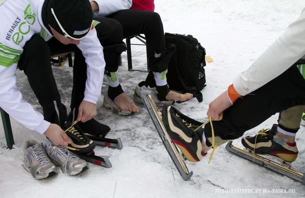 Голландский марафон спидскейтеров вблизи озера, Лосдрехт, 11 января 2010 года.