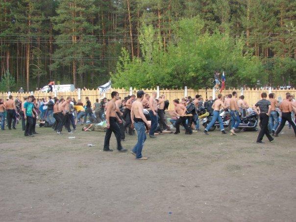 Более сотни молодых людей напали на участников рок-фестиваля в Миассе