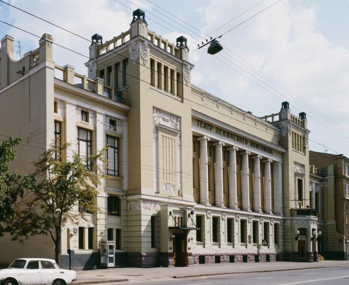 4.  Театр Ленком (700x572, 430Kb)