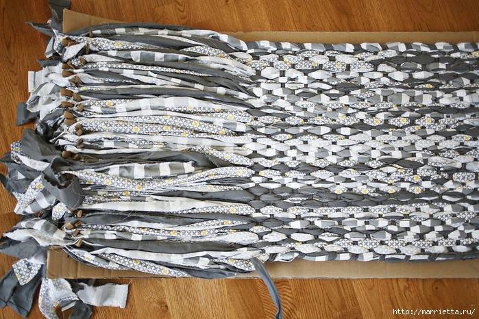 Тканый коврик из лоскутков своими руками (6) (700x466, 359Kb)