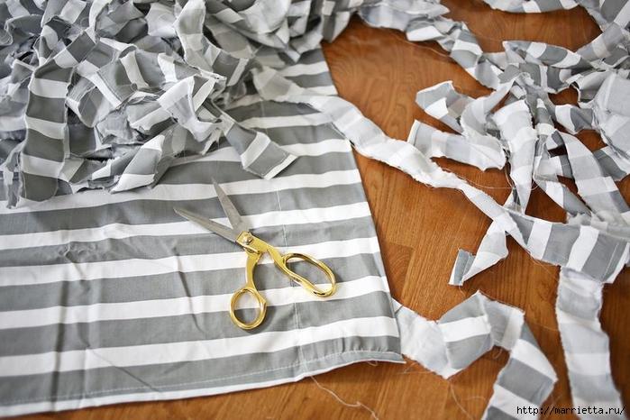Тканый коврик из лоскутков своими руками (10) (700x466, 258Kb)