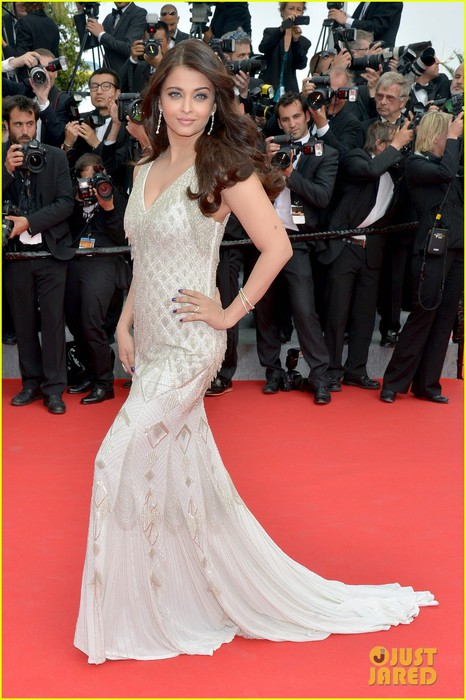 aishwarya-rai-works-red-carpet-cannes-2014-03 (466x700, 96Kb)