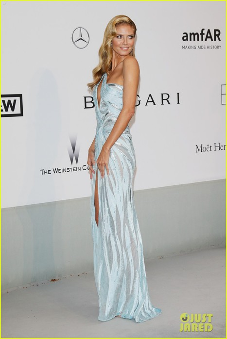 heidi-klum-rocks-high-slit-dress-at-cannes-amfar-gala-2014-10 (467x700, 49Kb)