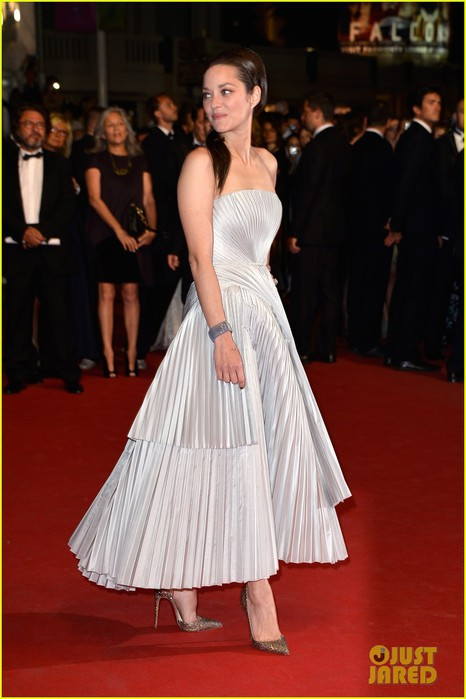 marion-cotillard-supports-guillaume-canet-cannes-premiere-18 (466x700, 68Kb)