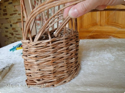 Красивая загибка для плетенок из газетных трубочек. Мастер-класс (9) (520x390, 187Kb)