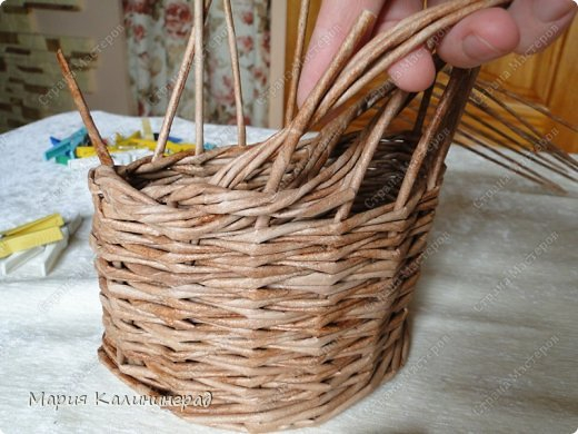 Красивая загибка для плетенок из газетных трубочек. Мастер-класс (16) (520x390, 191Kb)