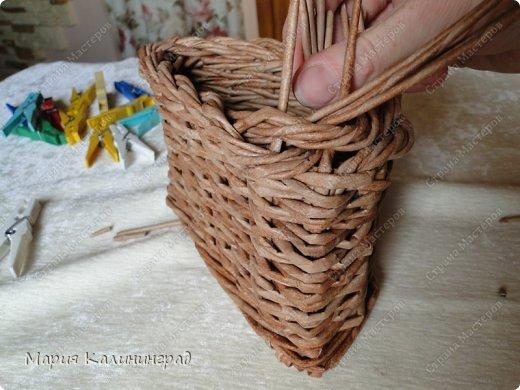 Красивая загибка для плетенок из газетных трубочек. Мастер-класс (23) (520x390, 170Kb)