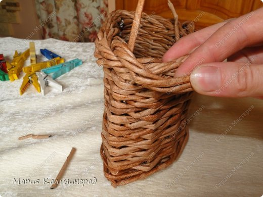 Красивая загибка для плетенок из газетных трубочек. Мастер-класс (25) (520x390, 177Kb)