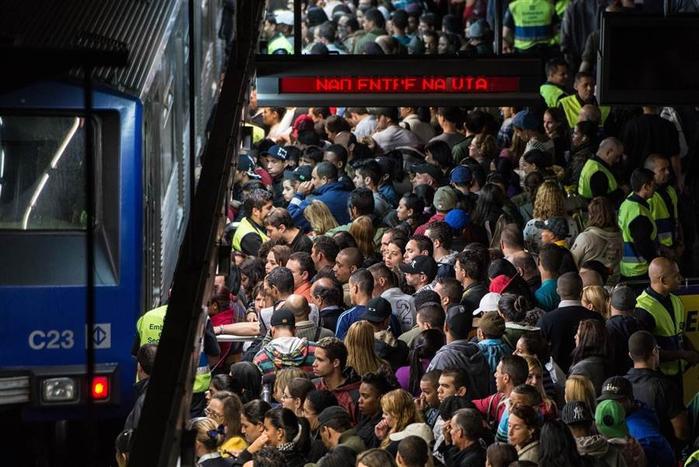 метро в час пик фото 1 (700x467, 361Kb)