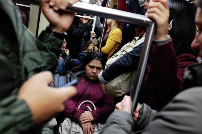 метро в час пик фото 2 (700x465, 280Kb)