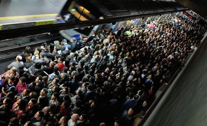 метро в час пик фото 5 (700x427, 350Kb)