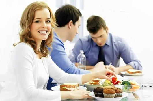 Доставка еды на дом из ресторанов и кафе от сервиса Поднеси (1) (530x350, 117Kb)